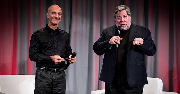 Robin Sharma, speaking along Apple co-founder Steve Wozniak
